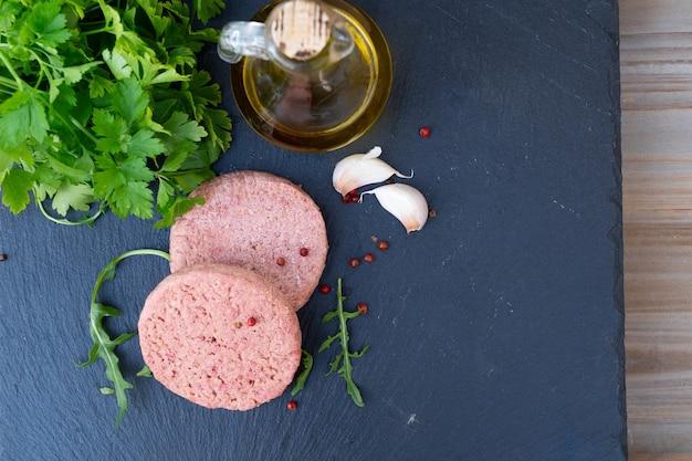 Vegetarisches steak, fleischersatz analog, gesundes veganes essen