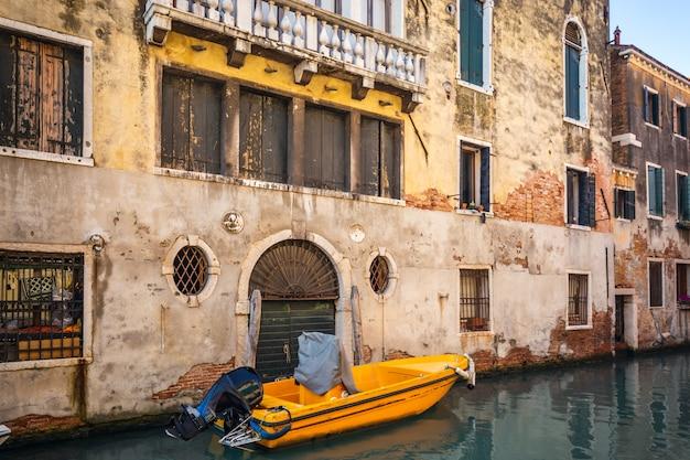 Venedig fenster und türen