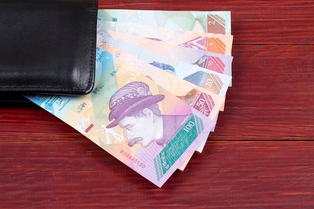 Venezolaner bolivares in der schwarzen geldbörse