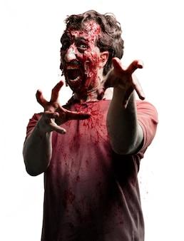 Verängstigt zombie mit erhobenen armen