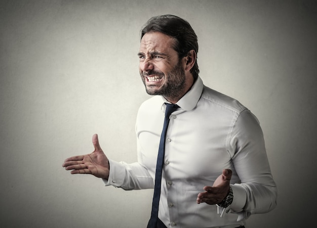 Verärgerter unglücklicher geschäftsmann