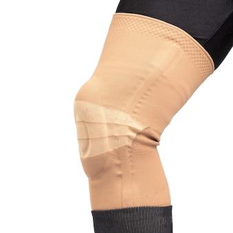 Verband zur fixierung des verletzten beinknies. medizin und sport
