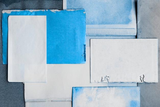 Verblasste blaue tinte auf papier