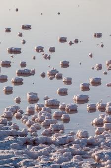 Verdampfungsbecken mit kochsalzlösung