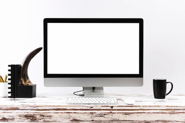Vereinfachter arbeitsplatz mit computer