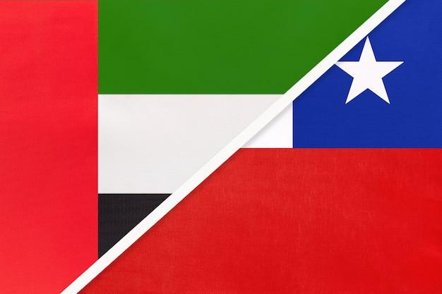 Vereinigte arabische emirate oder vereinigte arabische emirate und chile, symbol für zwei nationalflaggen aus textil.