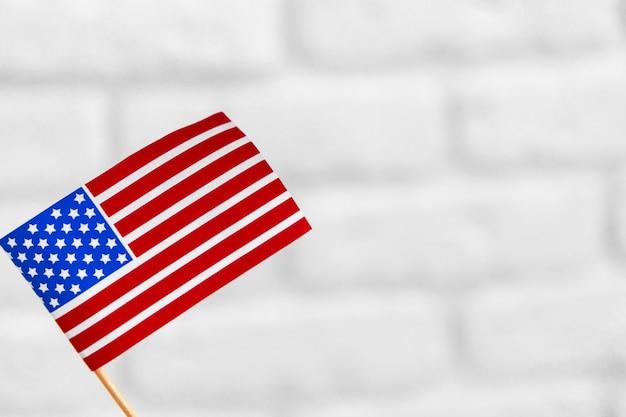 Vereinigte staaten der amerikanischen flagge lokalisiert auf weißem hintergrund
