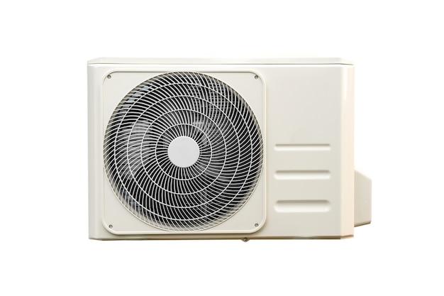 Verflüssigungseinheit von klimaanlagen isoliert auf weiss mit beschneidungspfad. verflüssigungssatz an der wand installiert.