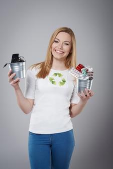 Vergessen sie nicht das recycling von kleinen abfällen