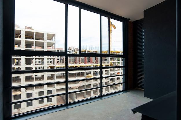 Verglaster balkon und zierputz im neuen haus