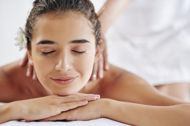 Vergnügen, massage zu bekommen