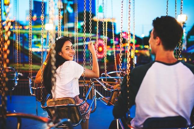 Vergnügungspark funfair festliches spielerisches glück-konzept
