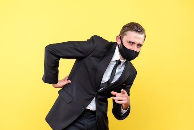 Verkäufer mit rückenschmerzen