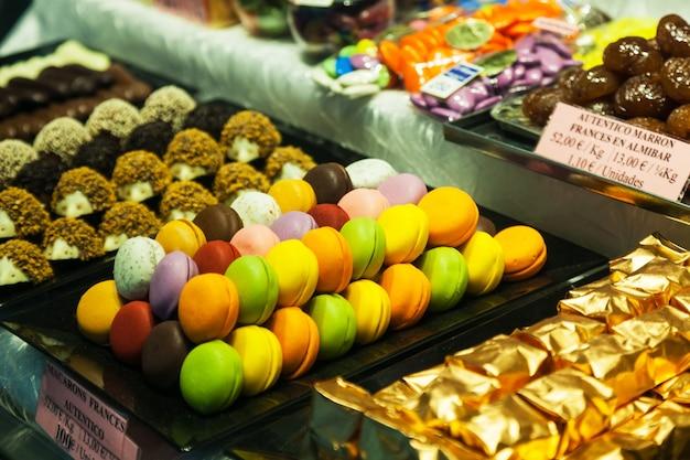 Verkäufer mit süßigkeiten