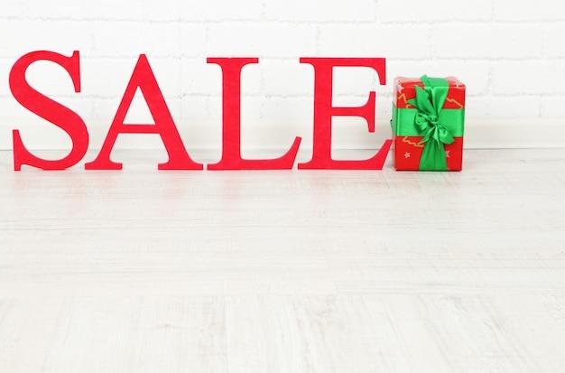 Verkauf mit geschenk auf der etage im zimmer