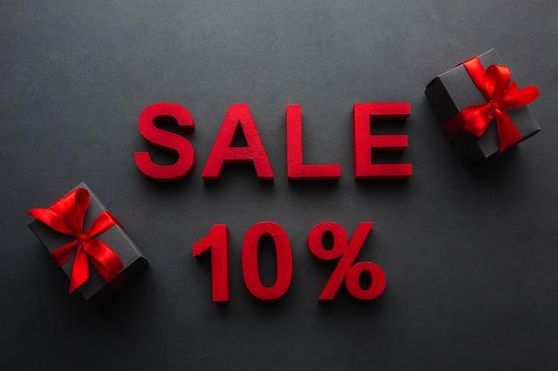 Verkauf mit zehn prozent rabatt und geschenken