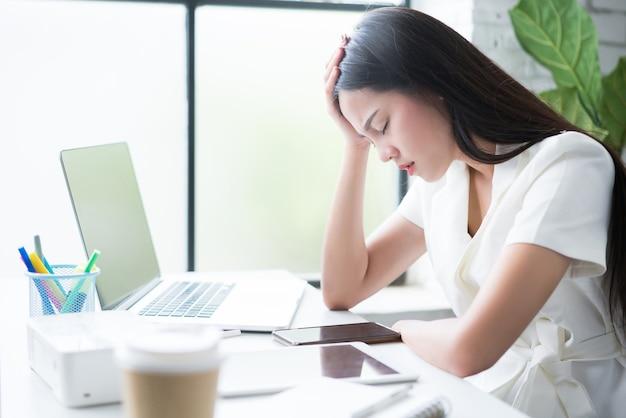 Verkauf von asiatischen online-frauen sie ist gestresst