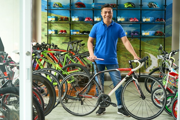 Verkaufsassistent im fahrradladen
