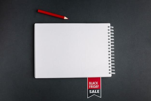 Verkaufsnotizbuchmodell mit bleistift