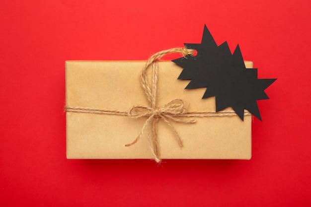 Verkaufspreisschild auf geschenk draufsicht