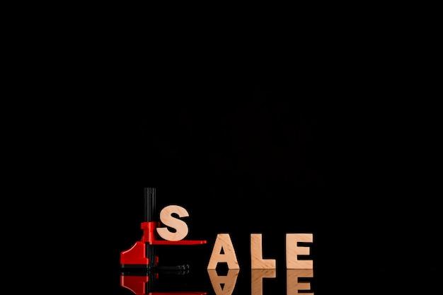 Verkaufswort auf gabelstapler mit schwarzem hintergrund