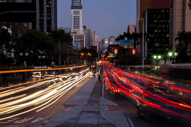 Verkehr in der stadt curitiba.