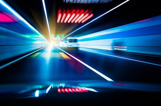Verkehr in einem tunnel