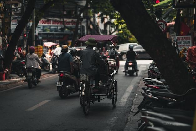 Verkehrsreiche straßen in hanoi vietnam
