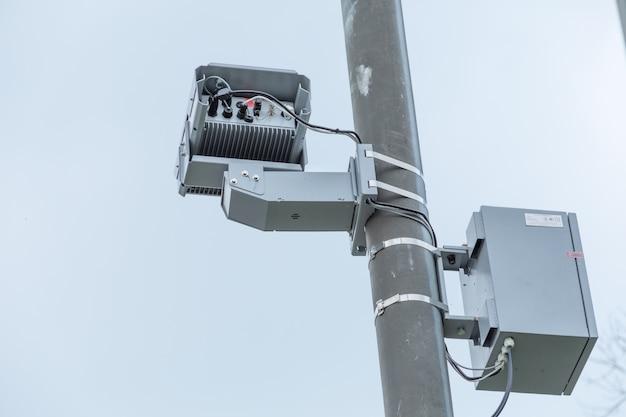 Verkehrsverletzungskamera mit radar zur geschwindigkeitskontrolle.