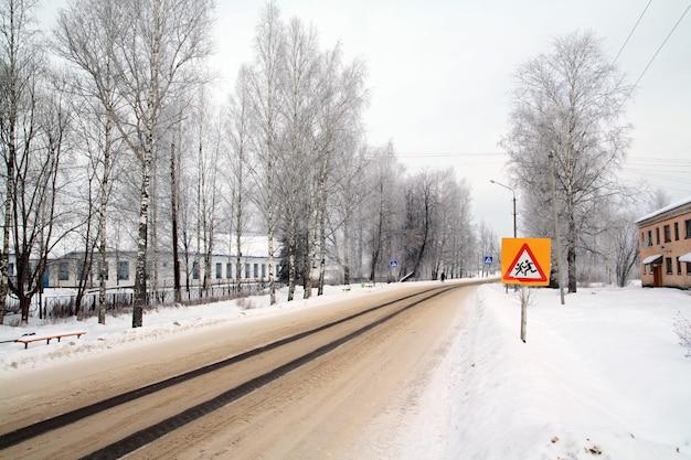 Verkehrszeichen auf landstraße