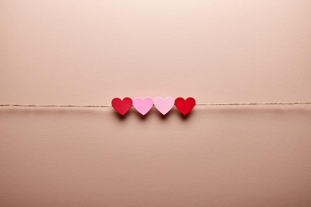Verknüpfte herzdekoration für valentinstag