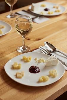 Verkostung verschiedener käsesorten der käserei.