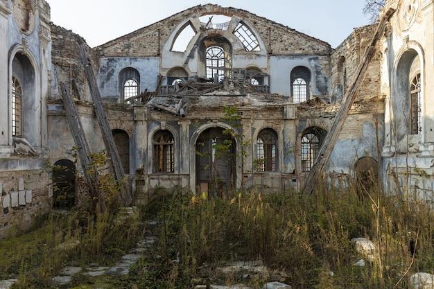 Verlassene kirche in der türkei