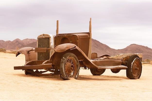 Verlassenes, altes auto aus solitaire, namibia