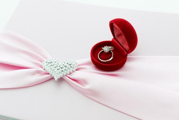 Verlobungsring, pink ribbon und dimon heart