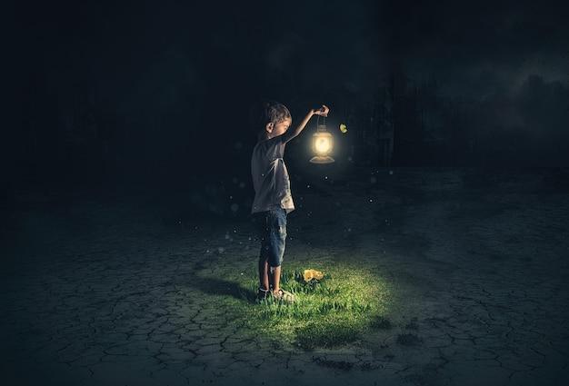 Verlorenes kind, das eine alte lampe in einer apokalyptischen umgebung hält