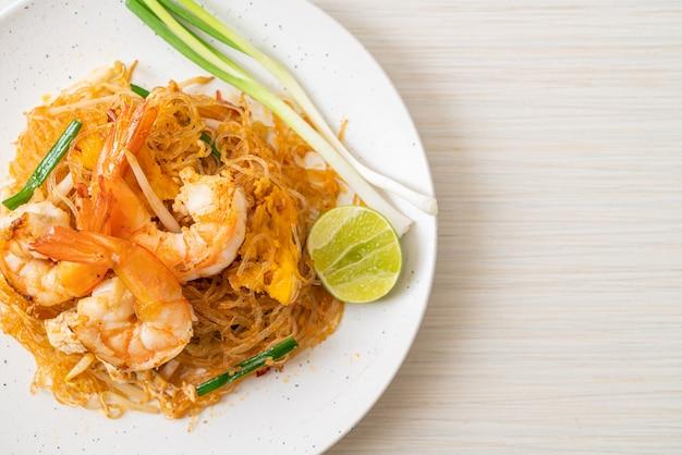 Vermicelli pad thai oder thai gebratene fadennudeln mit garnelen - thai food style