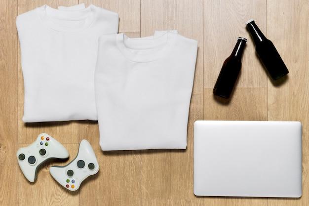 Verpackter hoodie mit laptop