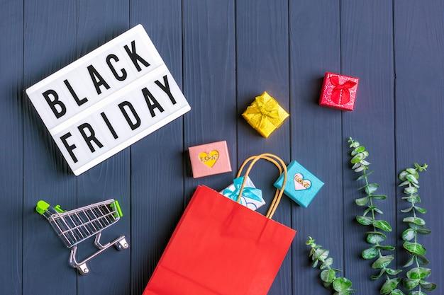 Verpackung taschen, geschenkboxen leuchtkasten mit text black friday