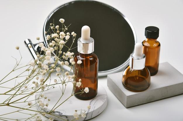 Verpackung von kosmetikglasflaschenbehältern mit produktpräsentation