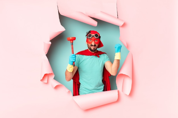 Verrückter superheld mann. housekeeping-konzept