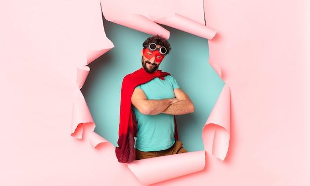 Verrückter superhelden-mann