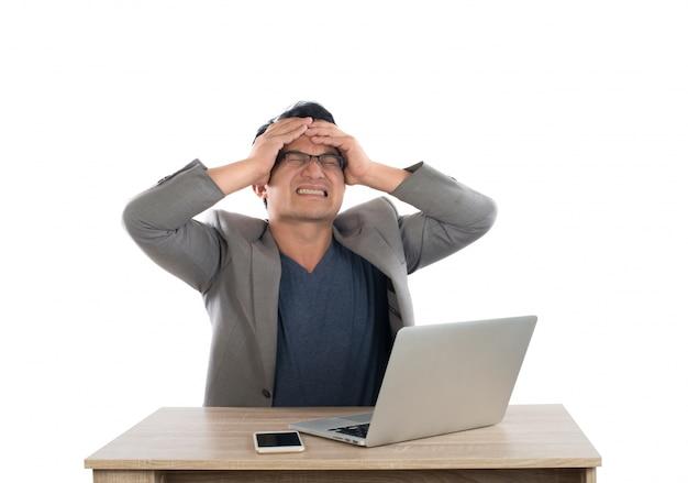 Verrückter unternehmer drinnen finanzen nervös