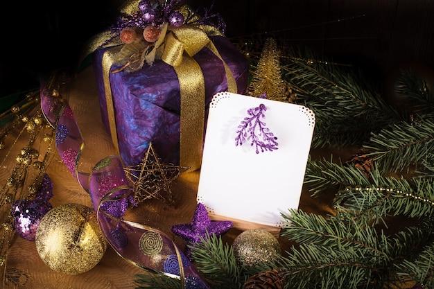 Verschenken sie grüße für frohe weihnachten und ein glückliches neues jahr