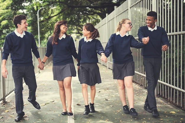 Verschiedenartigkeits-studenten-freund-glück-konzept