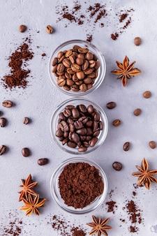 Verschiedene arten von kaffeebohnen. draufsicht