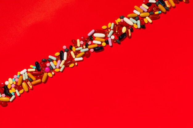 Verschiedene arten von pillen sortiert
