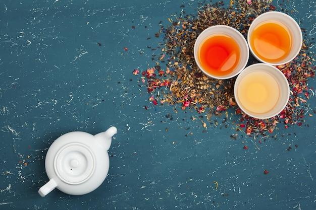 Verschiedene arten von tee für die zeremonie, draufsicht, freiraum