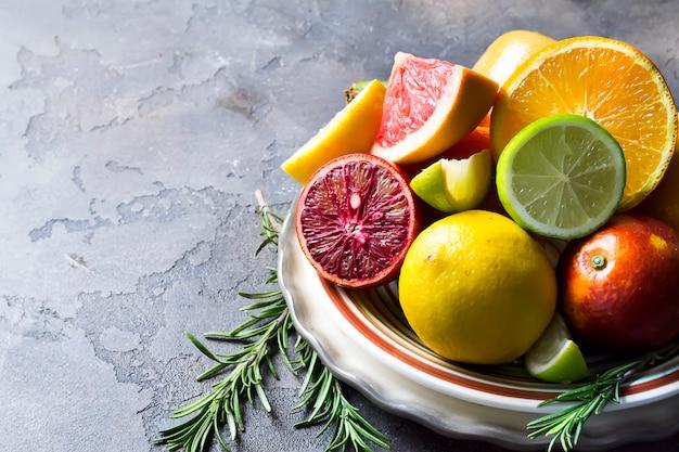 Verschiedene arten von zitrusfrüchten