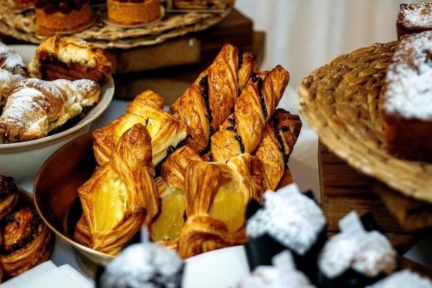 Verschiedene bäckereien mit marmeladenfüllung